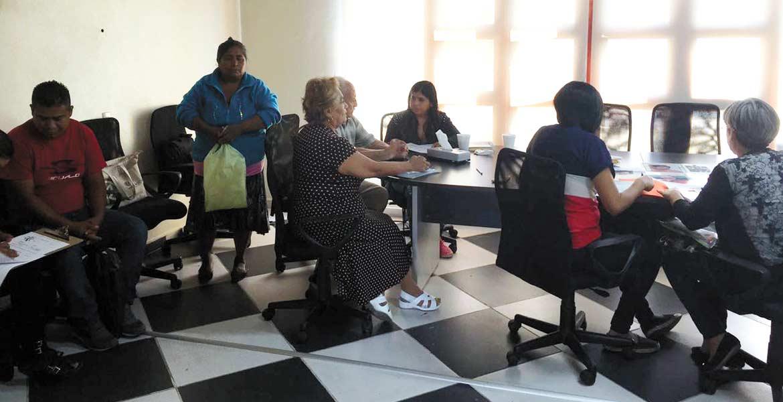 Cumplimiento. Familiares de desaparecidos dejaron sus muestras en las instalaciones de la Comisión Ejecutiva de Atención y Reparación a Víctimas.