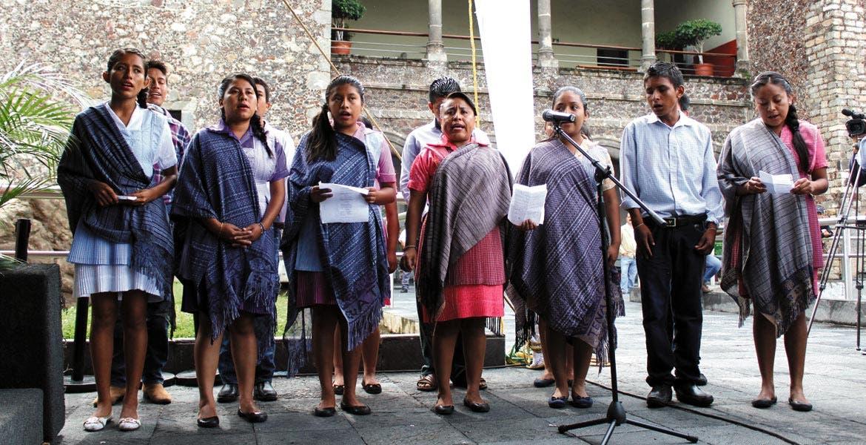 Aspecto. Mujeres morelenses durante la celebración del Día Internacional de los Pueblos Indígenas en el Centro de Cuernavaca.