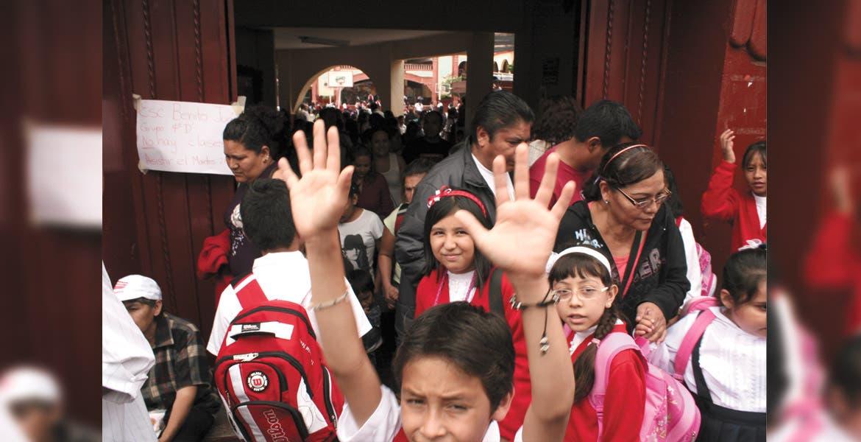Autoridades educativas recorrieron el asueto para el viernes para que no se tomaran el día desde ayer.