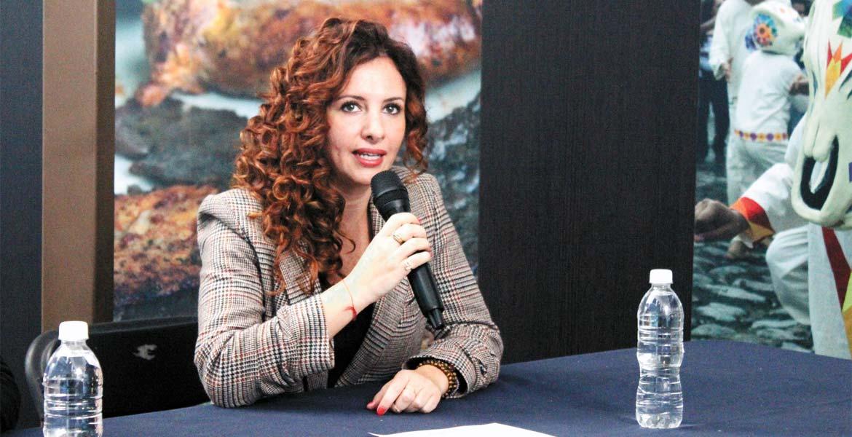 Anuncio. La secretaria de Turismo, Mónica Reyes Fuchs, al momento de revelar que a partir del sábado el parque de atracciones Beraka será reabierto al público.