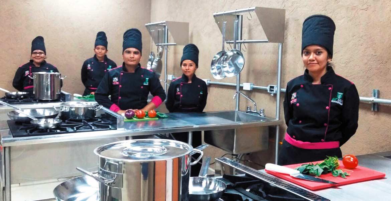 Apuesta. Hoteleros y empresarios del sector turístico han apoyado la formación de los estudiantes.