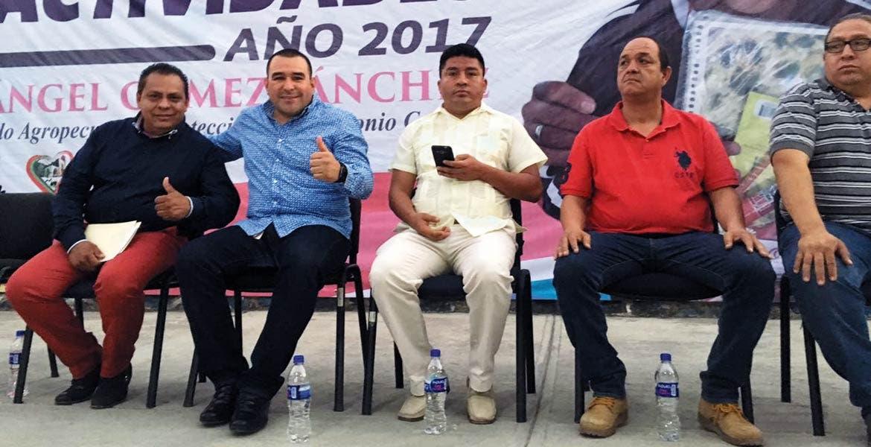 Evento. Agustín Alonso durante el primer informe de actividades del regidor de Desarrollo Agropecuario, Miguel Ángel Gómez.
