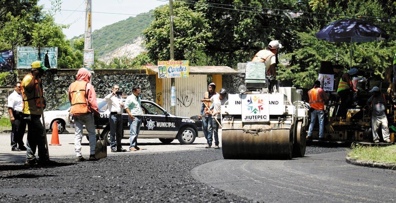 Labor. El reencarpetamiento de las principales calles y avenidas de las colonias como San Gaspar, entre otras, es una parte de las obras que realizan en Jiutepec.