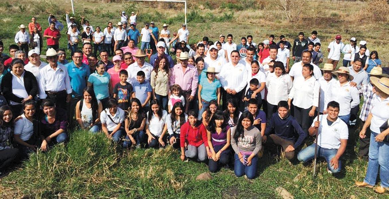 En Zacualpan. La titular de la Secretaría deTurismo, Mónica Reyes, encabezó los trabajos de reforestación en el municipio de la zona oriente de Morelos.