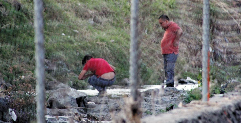 Diligencias. La cabeza de un hombre en estado de putrefacción, así como los restos de las piernas y del torso de la víctima, fueron hallados en la barranca de Analco.