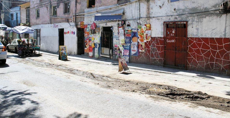 Tardanza. Vecinos de la avenida Atlacomulco, en Acapantzingo, se quejan de la tardanza en las obras, mismas que están acabando con sus negocios y tranquilidad nocturna.