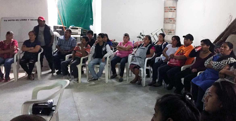 Exponen. Personal de Protección Civil Estatal se reunió con los locatarios del poblado de Ocotepec y junto con ellos acordaron una revisión en los próximos días para evitar accidentes por cohetes.