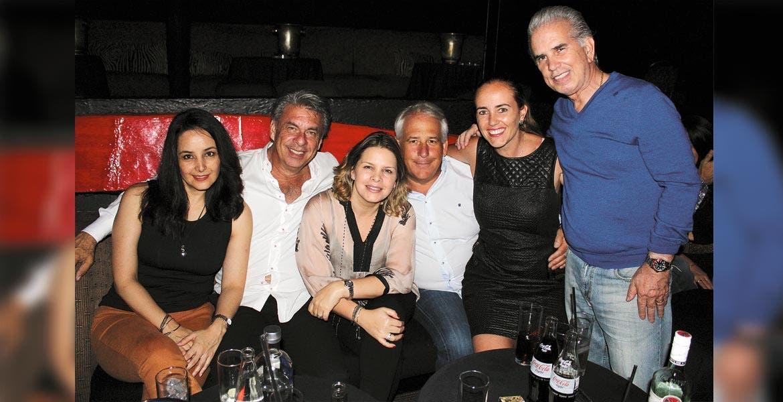 Belinda Cano, Luis Cagide, Alejandra Estrada, Jack y Daniela Jasso con Armando Sanders.