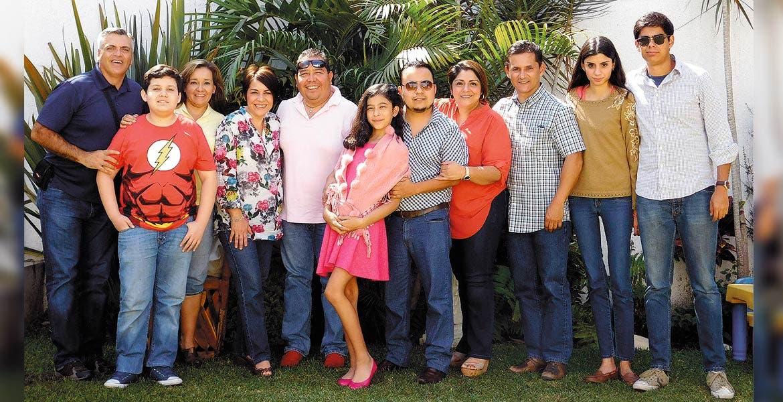 Luis Núñez, Edson Lagunas, Carmen Hurtado, Gisela y Marco Lagunas, Julieta Oliva, Israel Noriega, Nayeli Román, Gerardo, Daniela y Andrés Nava