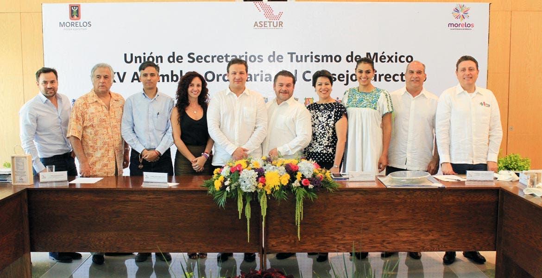 Estrategias. La secretaria de Turismo, Mónica Reyes, fue la anfritriona de 18 secretarios estatales de Turismo, integrantes de la Asetur, para revisar políticas públicas del ramo.