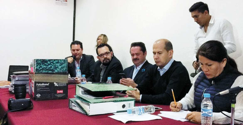 Reunión. La Comisión de Gobernación y Gran Jurado se reunió anoche donde dio entrada a la solicitud de revocación presentada por los regidores.