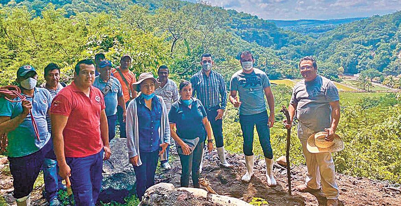 Revisa alcalde afectaciones por lluvias en Coatlán del Río