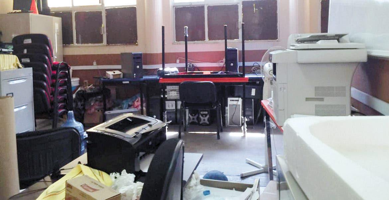 Hurto. Seis computadoras fueron robadas por sujetos desconocidos, luego de que se metieran al salón de medios tras doblar la hoja de la puerta de entrada, en la Secundaria Técnica Número 45, de la colonia San Juan, de Cuernavaca.