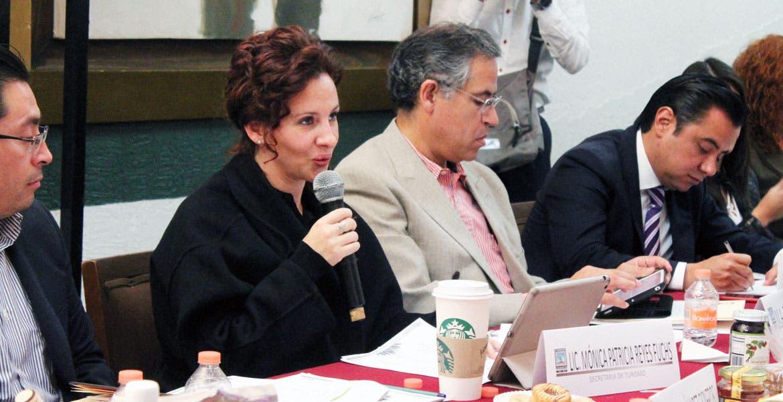 Rinden cuentas. Mónica Reyes Fuchs, secretaria de Turismo, Roberto Ruiz Silva, titular de Sedagro, y Juan Carlos Salgado Ponce, secretario de Economía, ante legisladores locales.