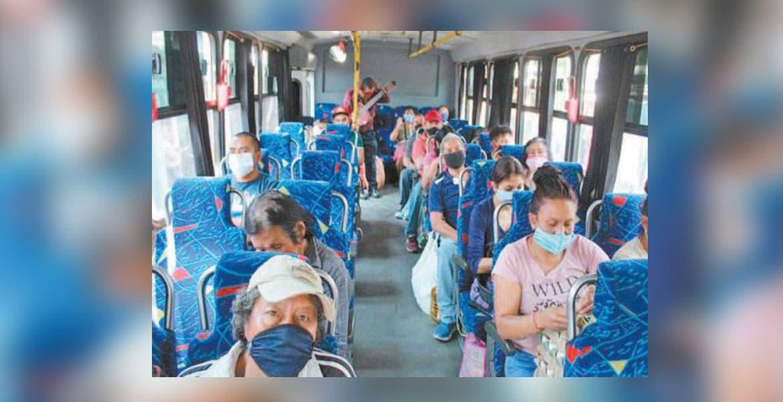 Afirman pasajeros que no bajan la guardia en las rutas ante COVID-19