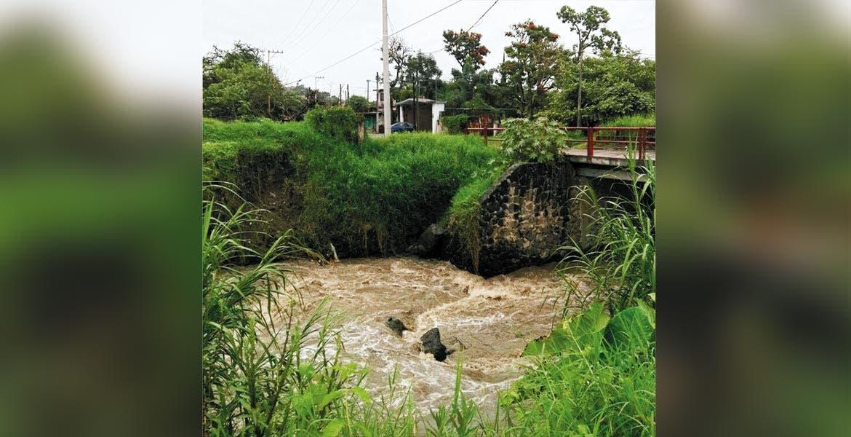 Sin desbordamientos. El río Apatlaco a su paso por la colonia Las Rosas, en Acatlipa, Temixco.