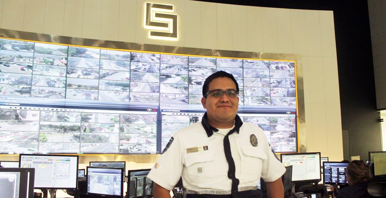 Labor. Pablo Morales Cabañas es uno de los paramédicos que auxilian en el ERUM.