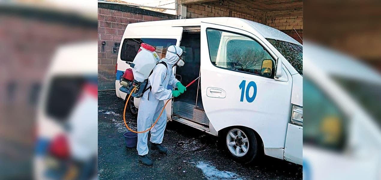 Desinfectan unidades del transporte en Cuernavaca