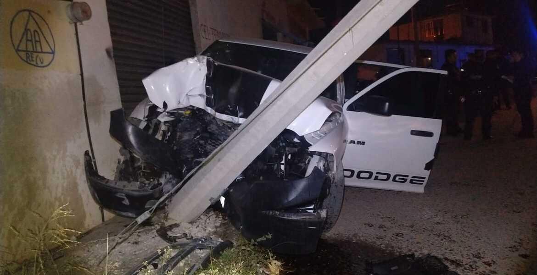 Persiguen a secuestradores, chocan y abandonan cadáver en camioneta, en Cuernavaca