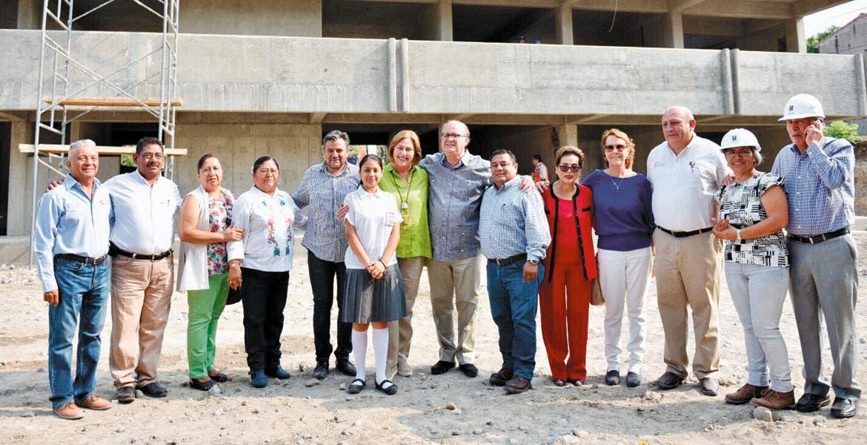 Inspección. El Gobernador Graco Ramírez supervisó la obra del plantel que albergará a la secundaria Lázaro Cárdenas del Río, que será inaugurada el próximo mes