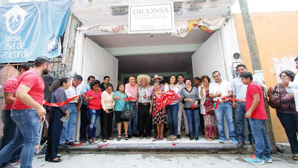 jCelebran. Los habitantes empadronados al programa de Diconsa festejaron la apertura de siete nuevas tiendas en Ciudad Ayala, donde los productos básicos son más accesibles.