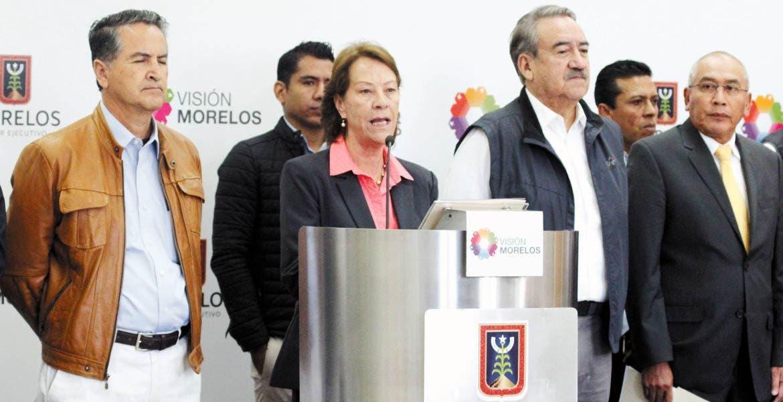 Rueda de prensa. La secretaria de Educación, Beatriz Ramírez Velázquez, y el titular del IEBEM, Fernando Pacheco Godínez, durante el anuncio de la entrega.