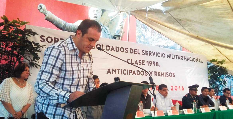 Empuje. Ante autoridades militares, el alcalde Cuauhtémoc Blanco Bravo dijo a los jóvenes que son privilegiados al realizar este servicio militar el cual es un honor para todos los mexicanos.