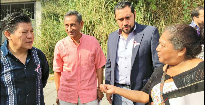 Convivencia. El secretario de Gobierno, Matías Quiroz Medina, conversó con los colonos a quienes dijo que cuentan con el apoyo total del Gobierno del Estado.