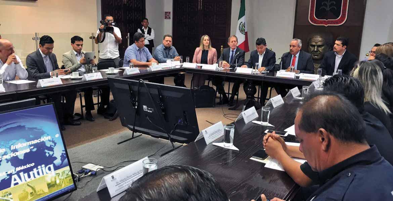 El secretario de Gobierno, Matías Quiroz Medina, recibió ayer en Casa Morelos a personal de la Embajada de Estados Unidos en México.