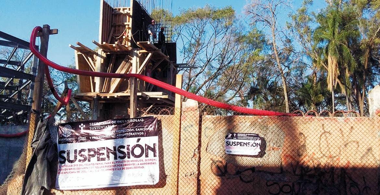 Clausuran. Autoridades de la Secretaría de Desarrollo Sustentable del ayuntamiento de Cuernavaca, suspendieron temporalmente la obra de la nueva sede del Congreso del Estado, por no contar con la Licencia de Construcción.