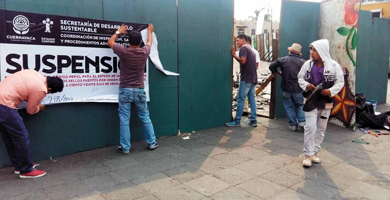 Acciones. Personal municipal colocó sellos a la obra de remodelación de la Plaza General Carlos Pacheco