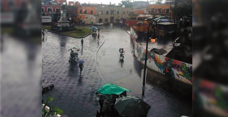 Luego de días de intenso calor, Tláloc se apiadó de los cuernavacenses y ayer mandó la lluvia; el pronóstico del tiempo contempla que hoy y mañana también se presenten precipitaciones.