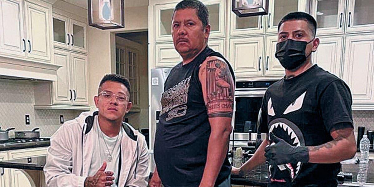 Se tatúa padre a hijo