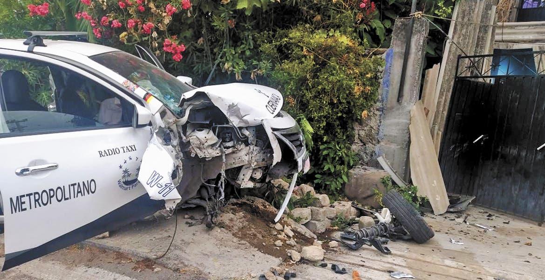 Quedaron heridos al chocar taxi en Miacatlán