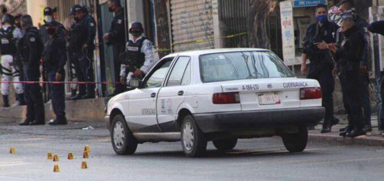 A metros de cuartel de policía, ejecutan a taxista en Cuernavaca