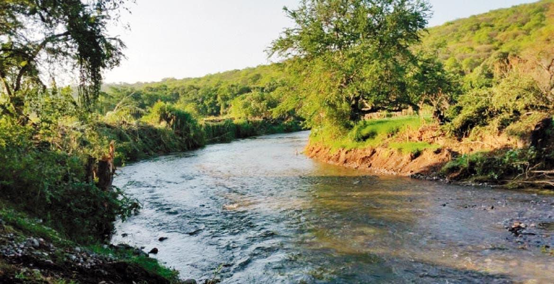 Trabajos realizados. Se mpliaron y sobreelevaron márgenes de ríos y barrancas en alrededor de 26.6 kilómetros.