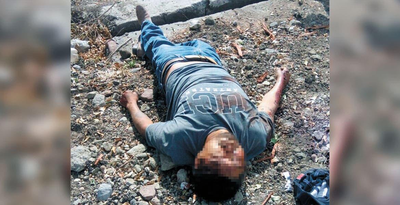 Homicidio. Un señor quedó en calidad de desconocido tras ser asesinado de un disparo en la cabeza, y abandonado a orillas de la carretera en el poblado de Atlacahualoya.
