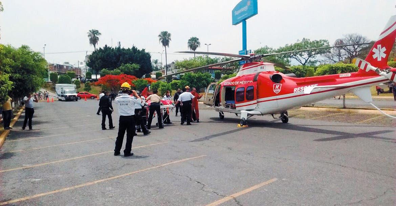 Operativo. Alejandro Frutis y Rogelio Bernal fueron trasladados en dos helicópteros a una hospital de la Ciudad de México, tras sufrir un accidente el viernes.