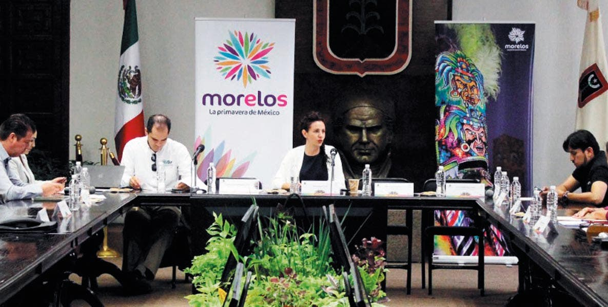 Reunión. Mónica Reyes Fuchs encabezó el encuentro con empresarios del sector turístico y el sector educativo.