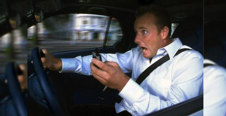Aumentan accidentes por uso de celular diario de morelos for Busqueda de telefonos por calles