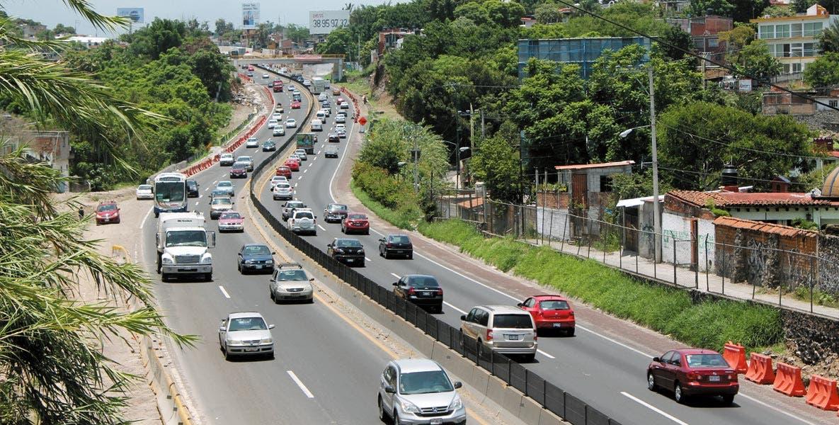 Precaución. Con la temporada vacacional aumenta el aforo vehicular en las carreteras, por lo que llaman a tomar medidas preventivas.