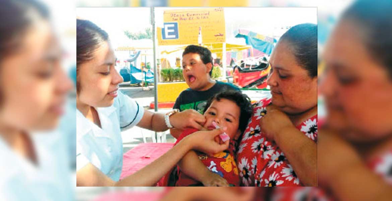 Es vital. En varias plazas habrá puestos de vacunación para evitar que reaparezca la poliomielitis en menores mexicanos.