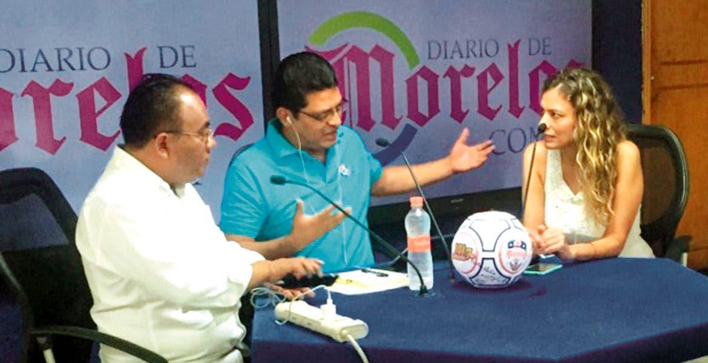 Foro DDM. Los conductores Justino Miranda y Claudia Castellanos compartieron el micrófono con Juan Carlos Valencia, titular de la Ceagua, para hablar de la calidad y cantidad del agua en Morelos.