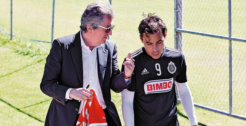 Saldría de Chivas. Jorge Vergara afirma que la permanencia de Omar depende de Matías Almeyda.