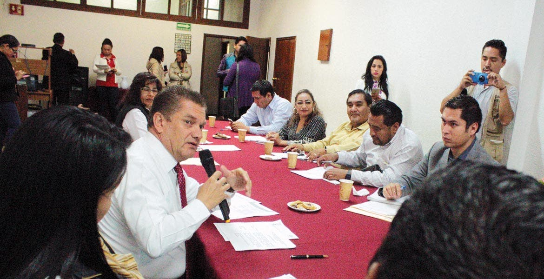 Reunión. El diputado Enrique Laffitte encabezó los trabajos de la comisión y presentó los cuatro temas que serán integrados en la próxima sesión del pleno legislativo.