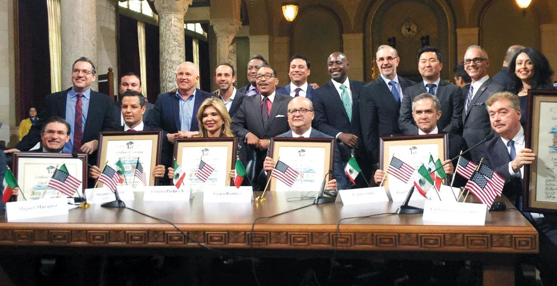 Concejales. Ante el presidente de la Conago destacaron la relación de beneficio mutuo entre Los Ángeles y México.