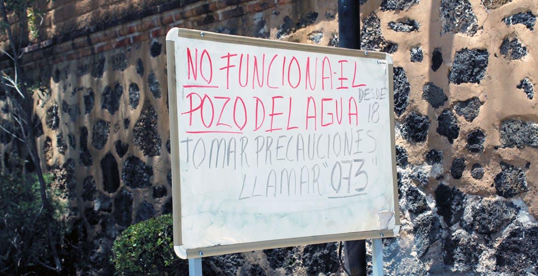 Aviso. Debido a que en la zona hay algunas casas de las llamadas de 'fin de semana', los residentes advierten a quienes lleguen de la falta de suministro.