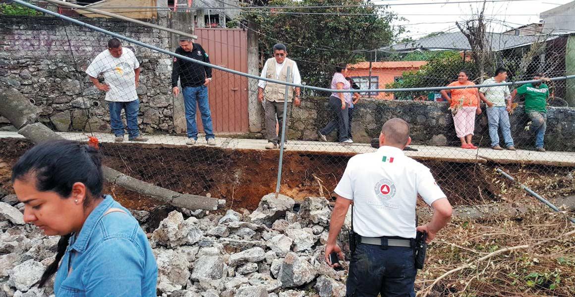 Daños. Desde cuarteaduras, daños por inundaciones, entre otras afectaciones, reclaman los inquilinos de siete casas colindantes con el Paso Express.