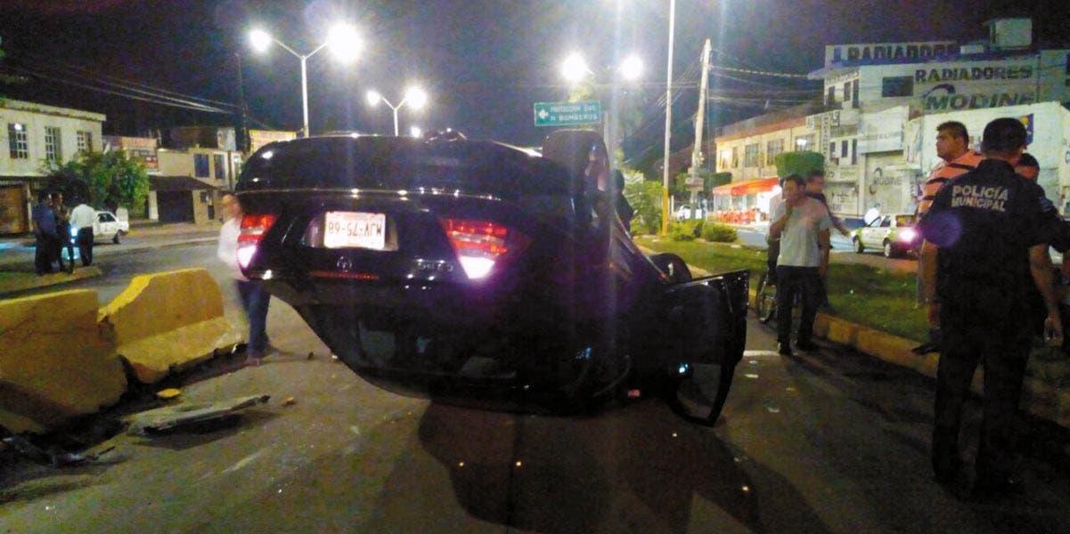Accidente. Luis resultó con algunos golpes, tras quedarse dormido al volante y volcar su auto, debido presuntamente al estado etílico en que se encontraba.