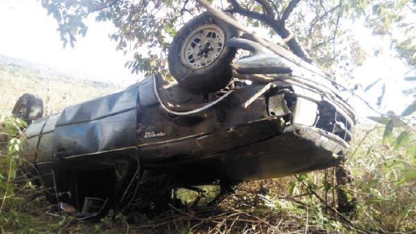 Percance. Así quedó una camioneta, luego de que el conductor perdiera el control y volcara en Ayala.